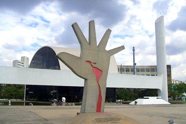 Memorial_da_América_Latina_(Mão)