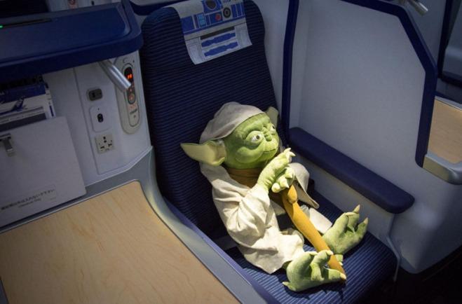 Por-dentro-do-Avião-Star-Wars-e-aeroporto-temático-4