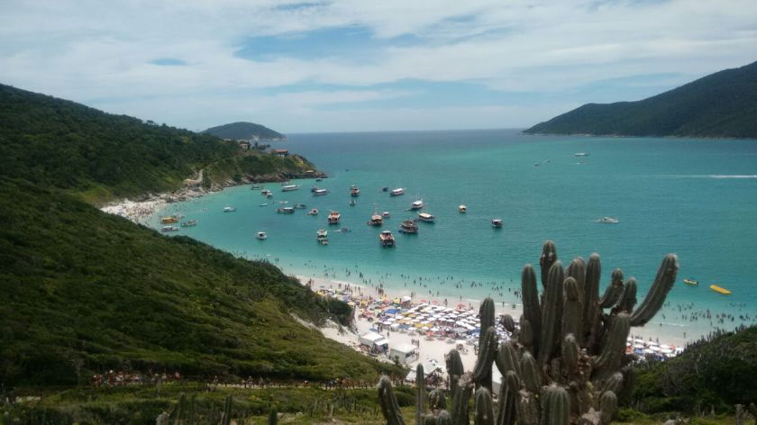 Vista_da_praia_do_pontal_do_Atalaia.jpg
